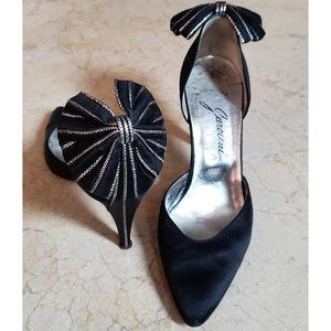 Black Round Toe Pump With Bling Bow